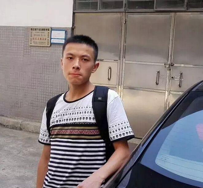 我来自四川巴中,我叫赵品荣