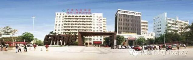 广州白云工商技师学院校园正门
