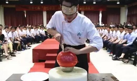 广州白云工商技师学院勇往职前现场招聘