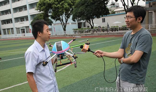 南方电视台采访无人机飞控手邹剑平(六轴飞行器)