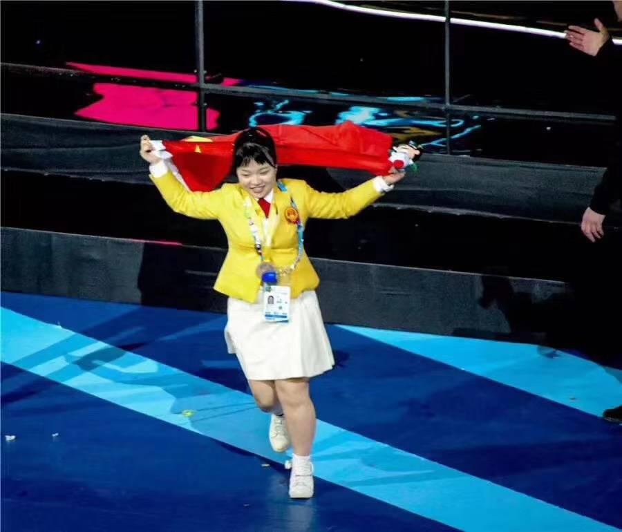 广州白云工商技师学院学子温彩云同学夺得第45届世界技能大赛时装技术项目金牌