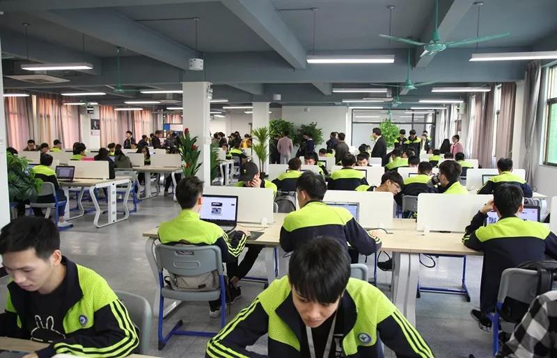广州白云工商技师学院电子商务专业