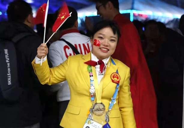 省赛脱颖而出的我院学子温彩云代表中国获得第45届世界技能大赛时装技术项目金牌