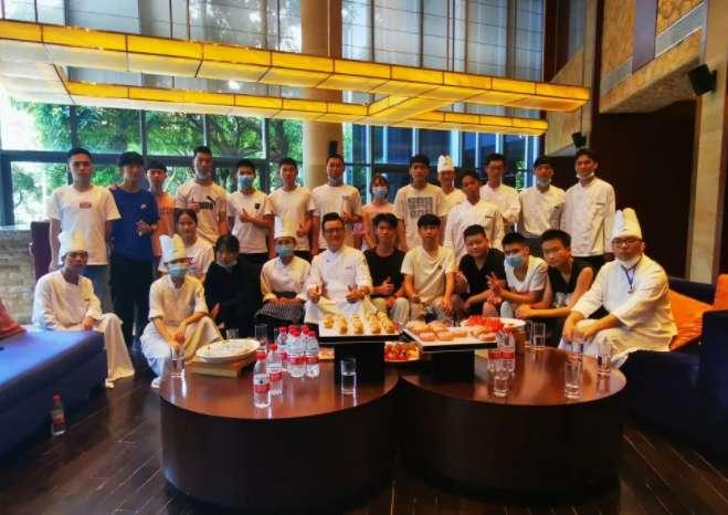 最难就业季?在广州白云工商技师学院不存在的! 烹饪专业 粤菜培训