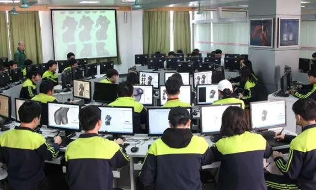 广州市白云工商技师学院动漫设计与制作专业