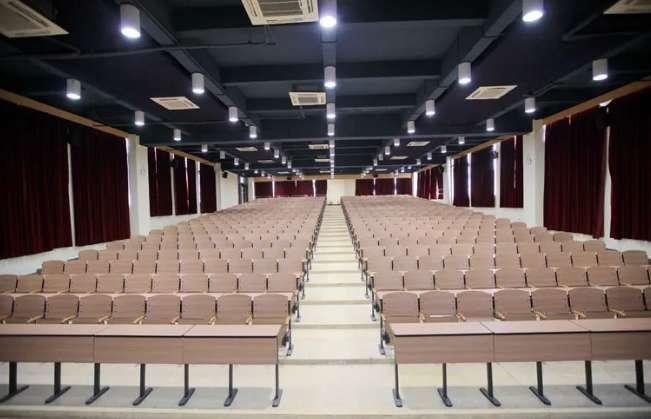 广州技校排名第一位的广州白云工商技师学院学术报告厅