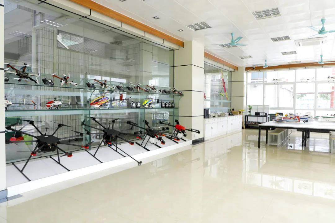 与广州格赛航空科技有限公司合作无人机学习中心