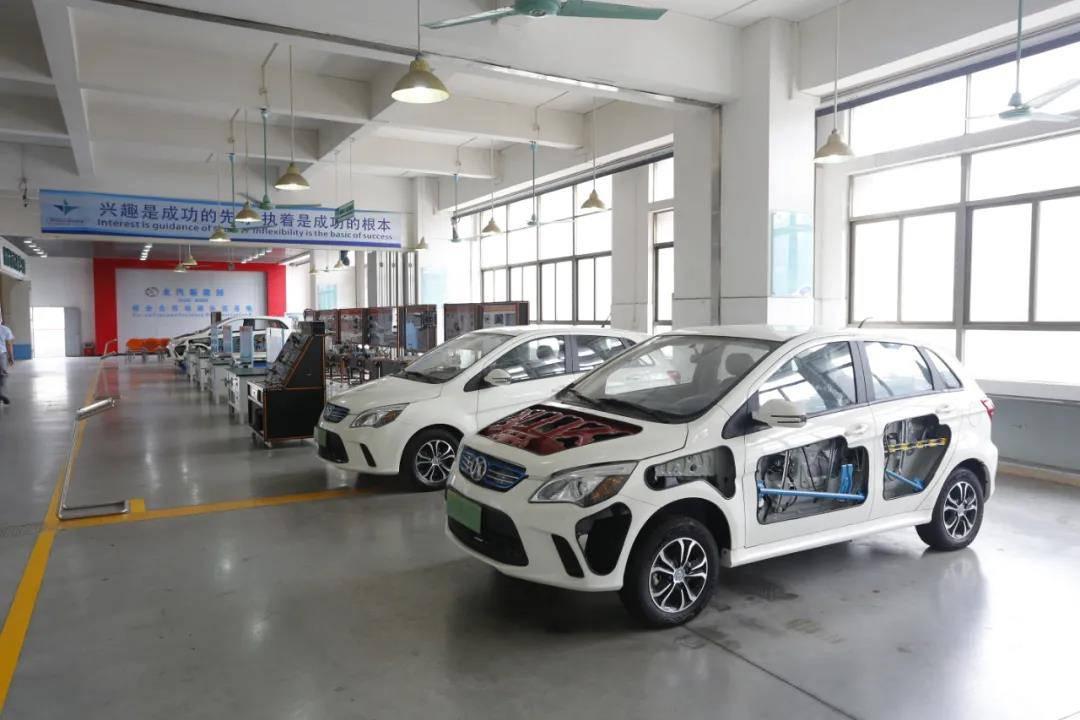 与北汽、比亚迪合作新能源汽车维修学习中心
