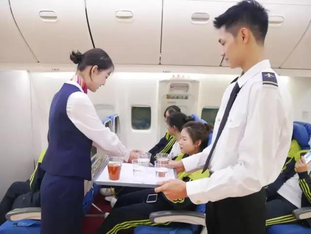 广州市白云工商技师学院航空服务专业