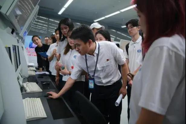 广州市白云工商技师学院航空服务专业南航博物馆参观学习