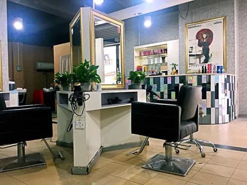 广州市白云工商技师学院美容美发与造型专业