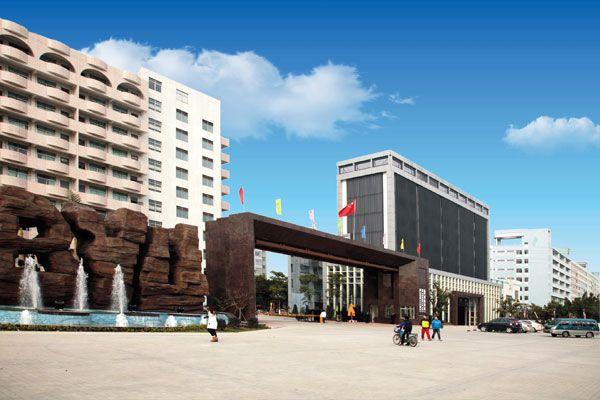 广州白云工商技师学院校园环境实拍