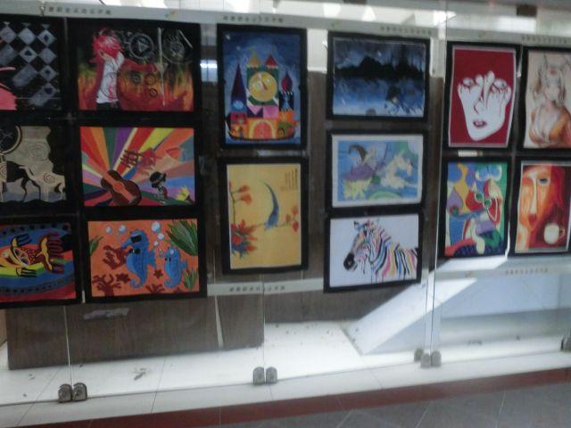 艺术系学生作品展示区